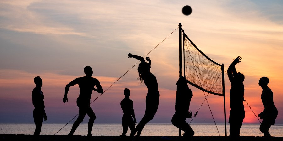 Beach volley al tramonto